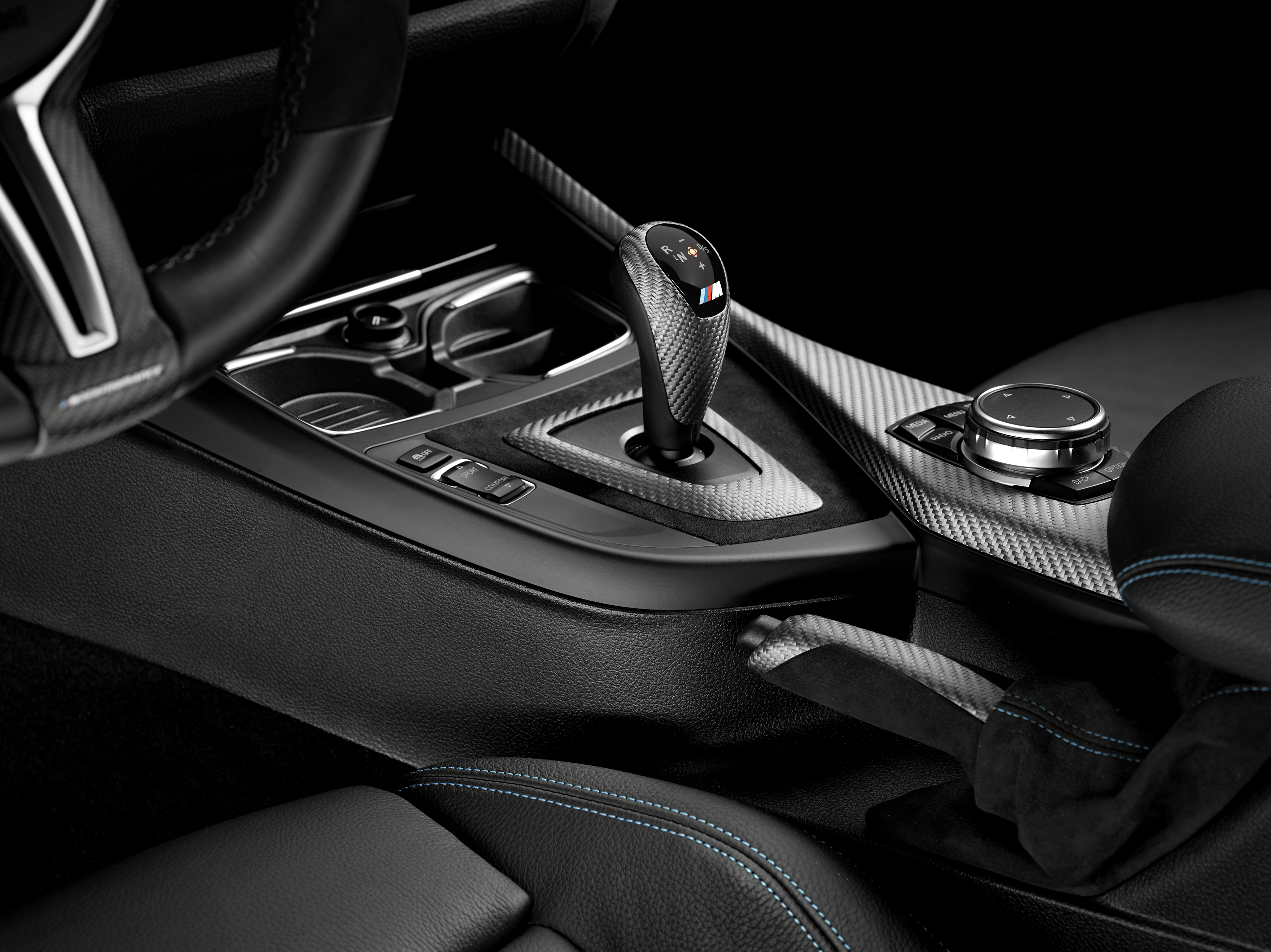 2016-bmw-m2-interior-shift-lever